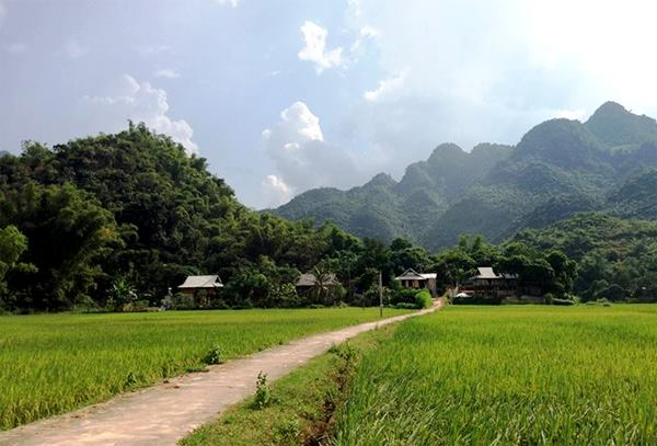 Mai Chau: peaceful landscapes and unique ethnic culture